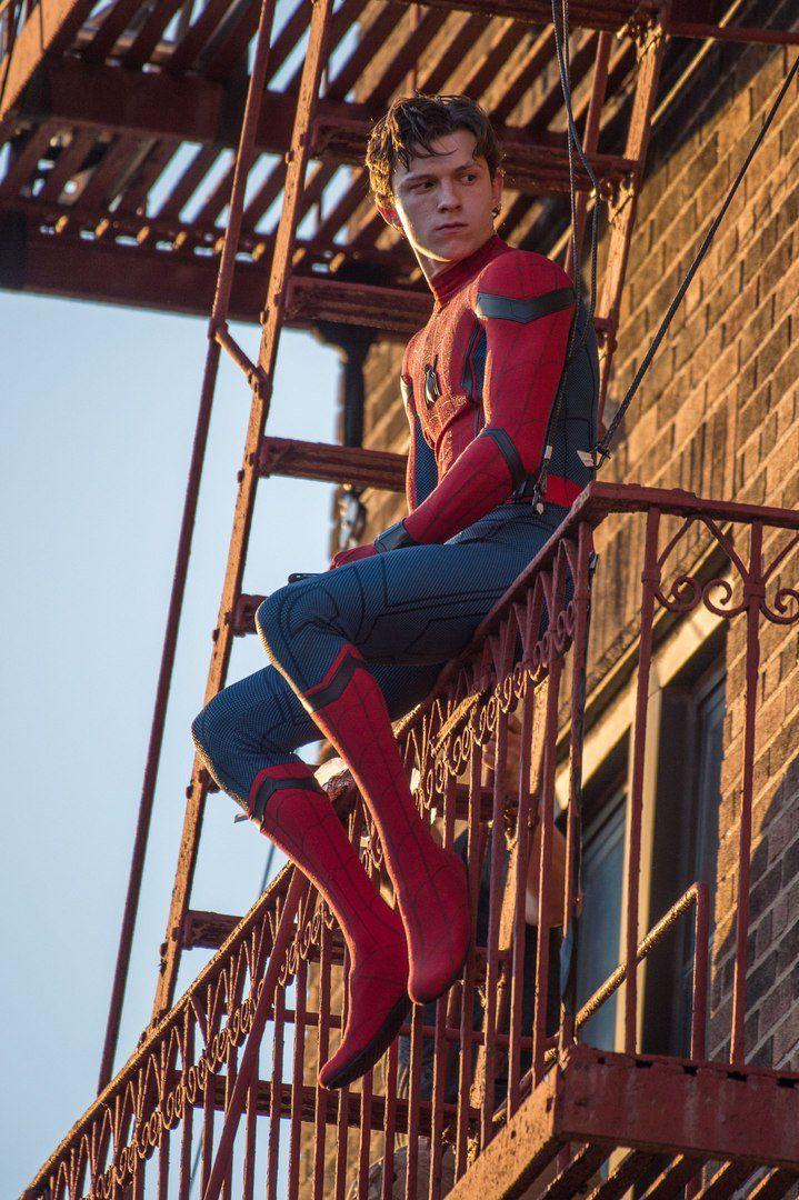 f5cb5d6bbac289335f746fe635663a08--spiderman-homecoming-funny-spiderman-homecoming-wallpaper.jpg